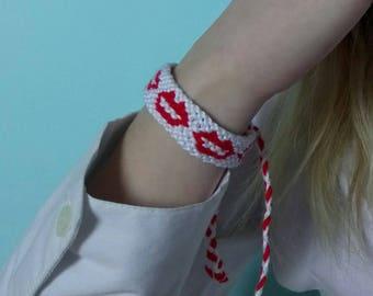 Lip pattern friendship bracelet