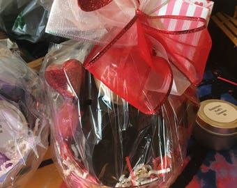 Valentines Day Baskets And Boxes