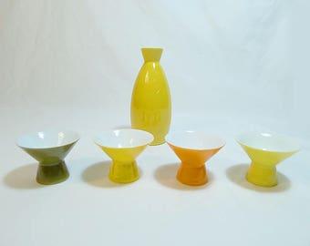 Mod sake set // sake decanter and 4 cups // porcelain // Japanese sake