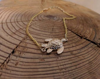 Golden Turtle Anklet With an Adjustable Gold Chain