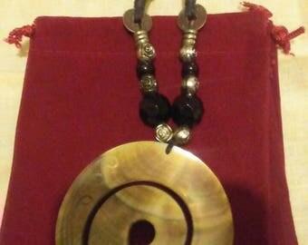 Accented swirl pendant