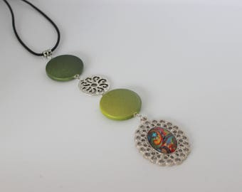 Original vertical necklace in acrylic light green and dark, silver and multicolored, Rainbow cabochon.