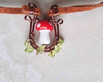 Fairy stool choker