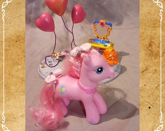 Pony Pinkie Pie 10th anniversary and the cake stand / Vintage Pinkie Pie and her cake booth 2007