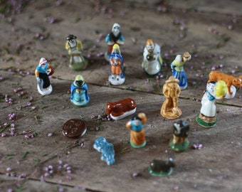 French vintage set of 16 porcelain feves nativity. Porcelain broad bean. Nativity advent scene. Feves collector. French mold. Beans for cake