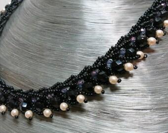 Sling Necklace Black