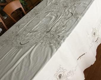 Round Gorgeous Richelieu Lace Tablecloth