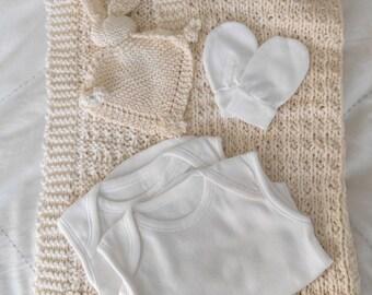 Newborn gift set, handknit baby blanket, FREE p&p