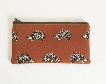 Flat  zipper pouch  - Retro teracotta hedgehog