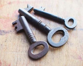 Antique Black Keys - Three of Hearts - Gothic Keys - Vintage Skeleton Keys