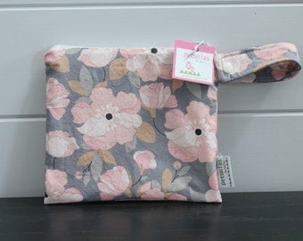 wetbag wet bag The ICKY Bag petite grey pink floral modern baby gift waterproof gym sports cloth diaper pouch zipper handle baby gift