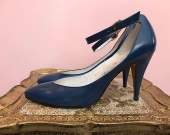 1980s shoes blue shoes d'orsey shoes liz claiborne shoes ankle strap shoes size 8 1/2 vintage shoes