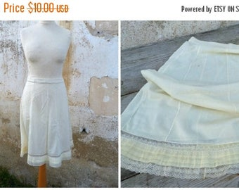 ON SALE Vintage 1950/1960 soft yellow half slip /pettitcoats  lace pin up lingerie size S