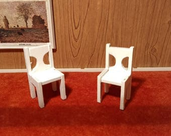 Pair of white chairs by Dol-Toi 1:18 scale