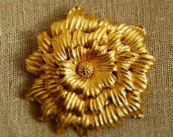 "Vintage Large Gold Tone Monet ""Dahlia"" Brooch Pin"