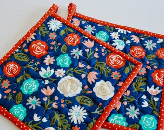 Quilted Potholders, Modern Pot Holders, Floral Pot Holders, Gift under 20, Foodie Gift, Gift for Woman, Hostess Gift, Quilted Hotpads