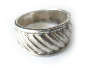 Vintage Sterling Silver Ring / Sterling Silver Band / Boho Chic / Estate Jewelry / Ladies Ring / Unisex Style Ring / Gift / Size 8.5