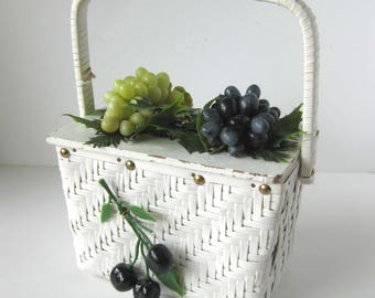1960s Day at the Vinyard Box Bag with Grapes / Wine Lover / Rattan Handbag / Basket / Rockabilly Style / Easter / Picnic / Wicker Handbag