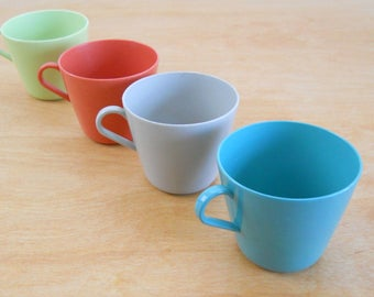 Vintage United Products Cups • 1950's Plastic Mugs • Picnic Basket Cups • Set of 4 • United Procucts
