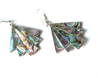 Boho vintage 70s, alpaca silver witha multicolor shell inlay, geometric design, dangle earrings.