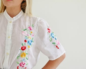 1970s Embroidered Flower Blouse /// Size Medium to Large