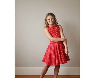 ON SALE 1970s Dot & Twirl Dress >>> Girl's Size 8/10