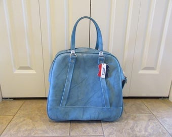 Blue vintage American Tourister zippered carry on bag with inner lining- good condition