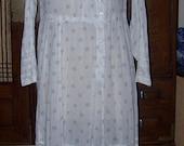 ON SALE ANTIQUE Edwardian 1900-1910  Cotton Print Dress Wearable Size Lace Trim Carved Mop Buttons