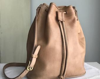Vintage Coach Camel Leather Drawstring Crossbody Purse // Duffel Satchel Pouch Shoulder Bag 1980s 1990s