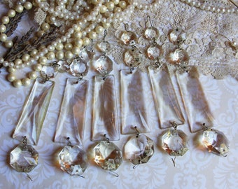 Vintage CHANDELIER CRYSTALS (1) for Jewelry-Artwork or Lamp Repair- Sun Catcher Glass- Swag- Found Object Wedding Decor- P3