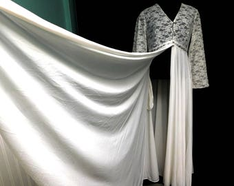 Vintage 70s White Full Sweep Boudoir Long Robe Dressing Gown Lace Bridal Honeymoon Negligee M Medium 6 8