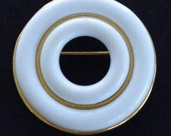 On sale Pretty Vintage White Plastic Circle Brooch/Pendant, Gold tone (E16)