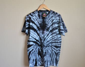MEDIUM Unisex Black Tie Dye T-shirt. 100% cotton mirror spiral pattern. Hand dyed symmetrical, spidery, high contrast design.