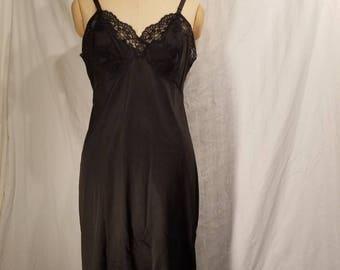 Vintage black full slip, 38