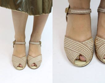 40s Shoes Wedges Size 7  / 1940s Raffia Peep Toe Wedges / Red Cross Sandals