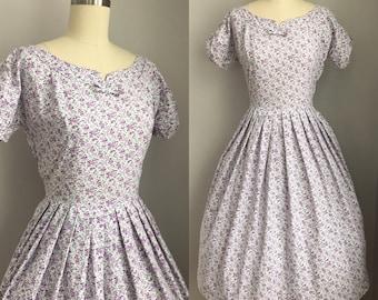 Vintage 1950s Purple Roses Novelty Print Dress Size XS