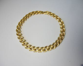 Vintage Gold Tone metal MONET chocker Necklace.Free Sh.