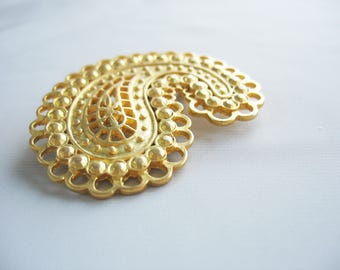 Paisley Brooch, Gold tone, Swirl, Whimsical design, Matte finish, Inlaid look, bright gold, 1980s vintage, Accessory, Coat pin