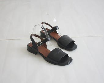 black leather sandals / size 8