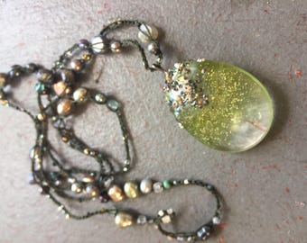 Sparkling Green lens-shaped pendant