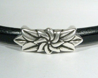 Regaliz Flower and Leaves Spacers - Antique Silver - SP63