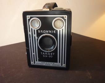 Vintage - Kodak Brownie Target Six-20 Camera - 1946 Collectible - gift for camera lovers photographers Beautiful Art Deco decor prop bookend