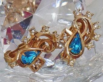 SALE Vintage Aqua Blue Rhinestone Earrings. Barclay.  Clear and Aqua Blue Rhinestone Earrings.