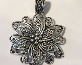 Detailed Filigree Flower Pendant 1pcs Silver Colour