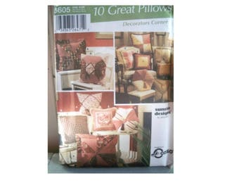 Simplicity Pillow Pattern 5605 - Uncut