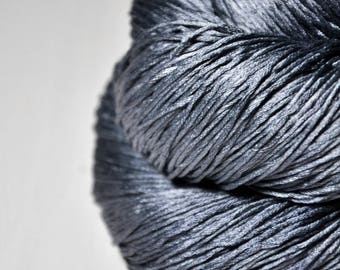 Stormy gray sea - Silk Fingering Yarn - Knotty skein