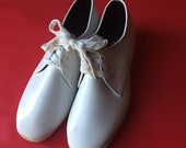 storewide wipeout sale White Vintage Oxfords   8.5/9 womens unisex lace up tie shoes preppy kitsch hipster new wave VEGAN vinyl rounded zapa