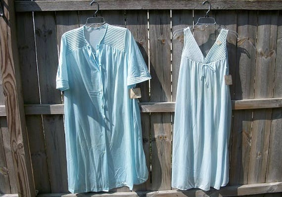 Vintage Beautiful Val Mode 2 Piece Set Never Worn with Tags NOS Nightgown and Matching Robe