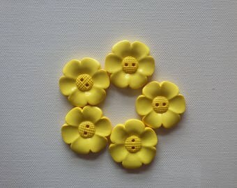 Lot of 5 - 40mm Flower Buttons - Pale Yellow
