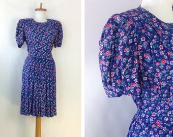 Vintage Floral Dress Romantic Day Dress Liberty Print Dress Ditsy Print Tiny Floral Purple  Dress Full Pleat Skirt size 10 bust 35 W6D